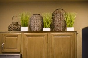 I like the mixture of the plants and the baskets...definitely something to think about for above the entertainment center!