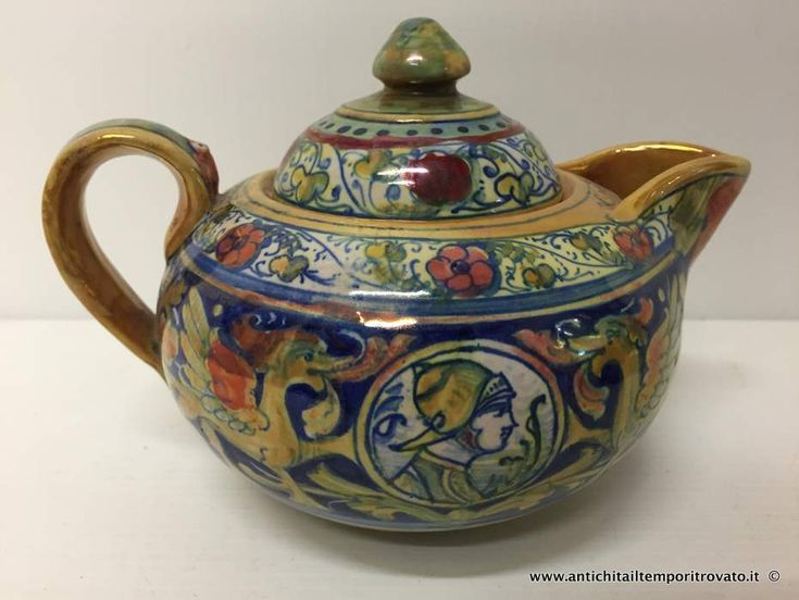 Oggettistica d`epoca - Teiere caffettiere porcellana Antica teiera lavorata a lustro - Antica teiera di Alfredo Santarelli Immagine n°1