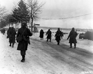 101st airborne division   1945-MR-Bastogne-101st-Airborne-Division-Paratroopers-Moving-Out-8x10 ...