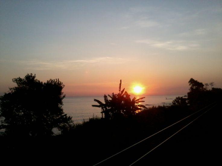 Suatu pagi di jalur pantura. Foto ini diambil dari dalam kereta #sunrise #wonderfulindonesia