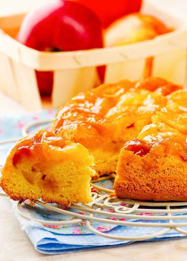 Яблочный пирог я научилась печь еще подростком, от бабушки. Рецепт из Книги о вкусной и здоровой пище:  бисквит из 8 яиц на стакан сахара и стакан муки,…