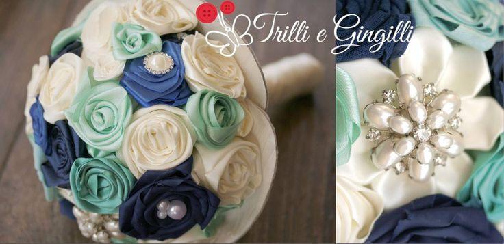 Bouquet realizzato con rose di stoffa e decorato con perle. Tonalità di colore: blu, tiffany, verde acqua, avorio. Www.trilliegingilli.com info@trilliegingilli.com (bouquet originali, alternativi, particolari, ecolocigi)
