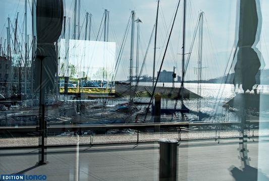 """Träumt der Fotograf gerade vom Meer?  Erich Dapunt in Lissabon. Foto aus """"Translucency"""" https://www.edition-longo.it/translucency-detail #Lissabon #lisboa #foto"""