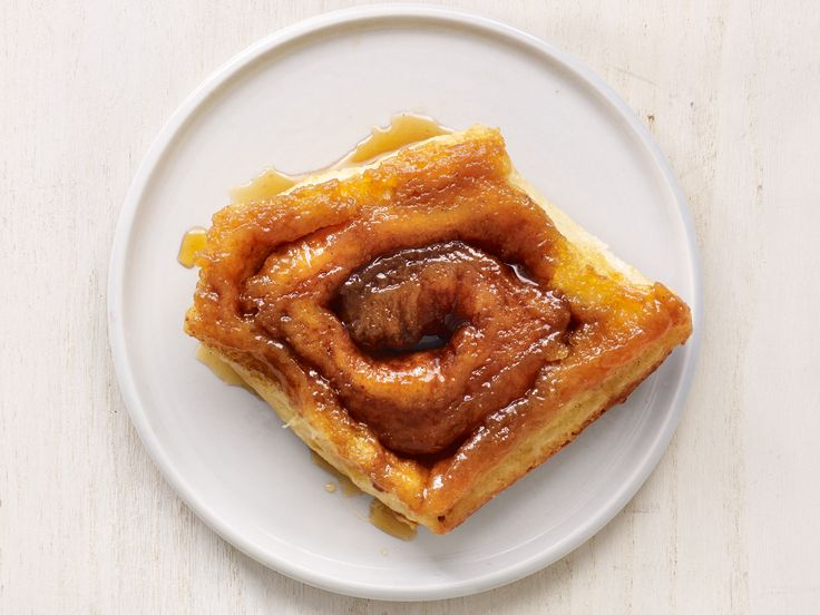 Get this all-star, easy-to-follow Caramel Cinnamon Rolls recipe from Food Network Magazine.