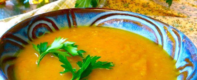 Je fais de la soupe de toutes sortes, mais la soupe de courge musquée est ma préférée. La courge musquée est faible en gras, riche en vitamines A et C, possède des propriétés anti-inflammatoires puissants et elle est en saison maintenant! Le secret pour faire des soupes au goût sucré est de faire cuire l'oignon(…)