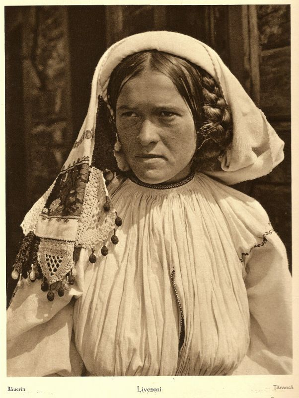 Romanian Peasant. During the 20s and 30s, Kurt Hielscher, a German photographer, traveled around Spain, Italy, the former Yugoslavia, Danemark, Norway and Romania.