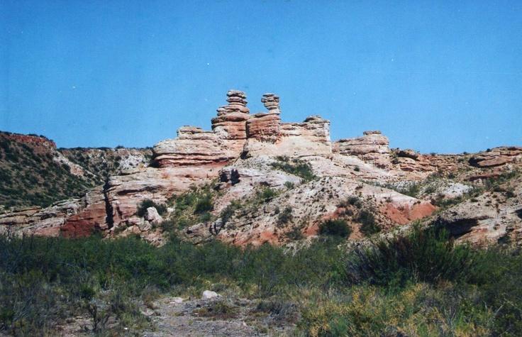 Formas caprichosas de las piedras en el Cañón del Atuel, San Rafael, Mendoza, Argentina.