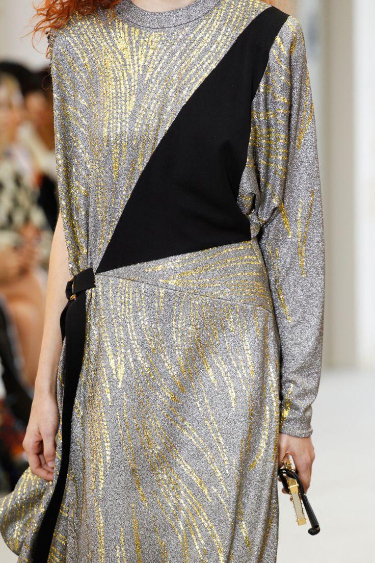 Louis Vuitton детали   Коллекции весна-лето 2017   Париж   VOGUE