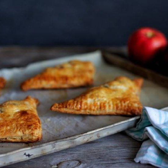 These puff pastry apple turnovers taste just like mini apple pies and are easy to make.