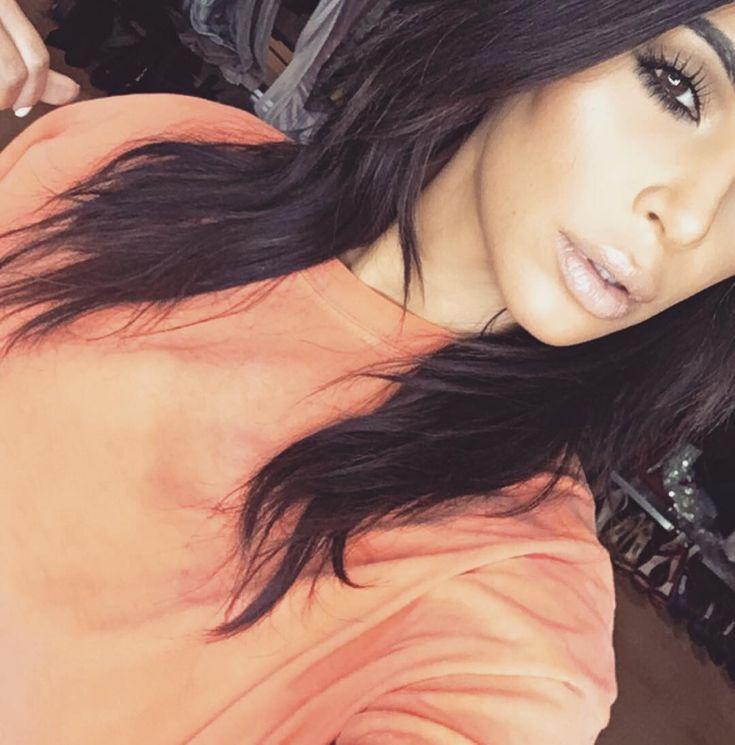 Esta é a rotina diária de maquiagem de Kim Kardashian