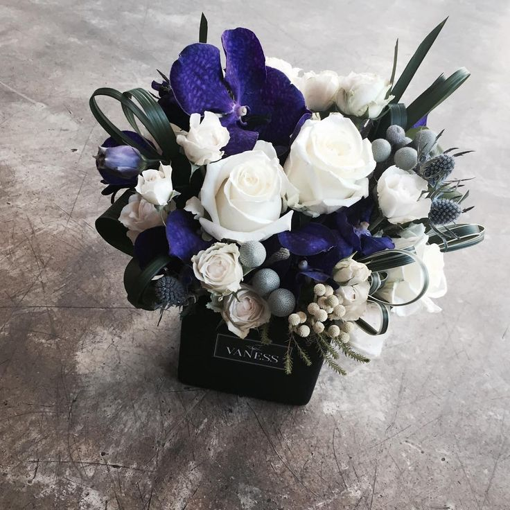 #vanessflower #vaness #flower #florist #flowershop #handtied #flowergram…