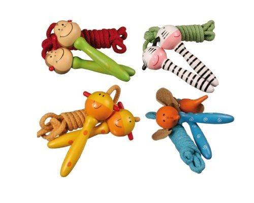 Robustas Combas de saltar con motivos de animales (zebra, mono, jirafa y elefante), fabricadas en madera con una cuerda muy resistente. Un colorido y bonito detalle para alegrar la fiesta a los niños en un cumpleaños o como regalo en cualquier evento. Puedes personalizar este detalle con una bolsita de celofán, lazo y una bonita tarjetita donde puedes añadir un nombre, fecha y una foto (según modelo de tarjetita). ¡Con este detalle todos los niños se lo pasarán en grande!