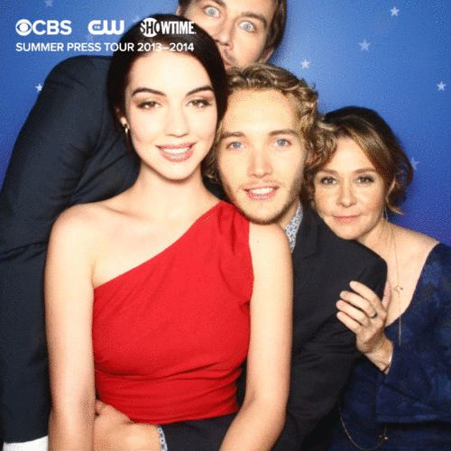 Best GIF ever! Torrance Coombs (Bash), Adelaide Kane (Mary), Toby Regbo (Prince Francis) and Megan Follows (Queen Catherine).
