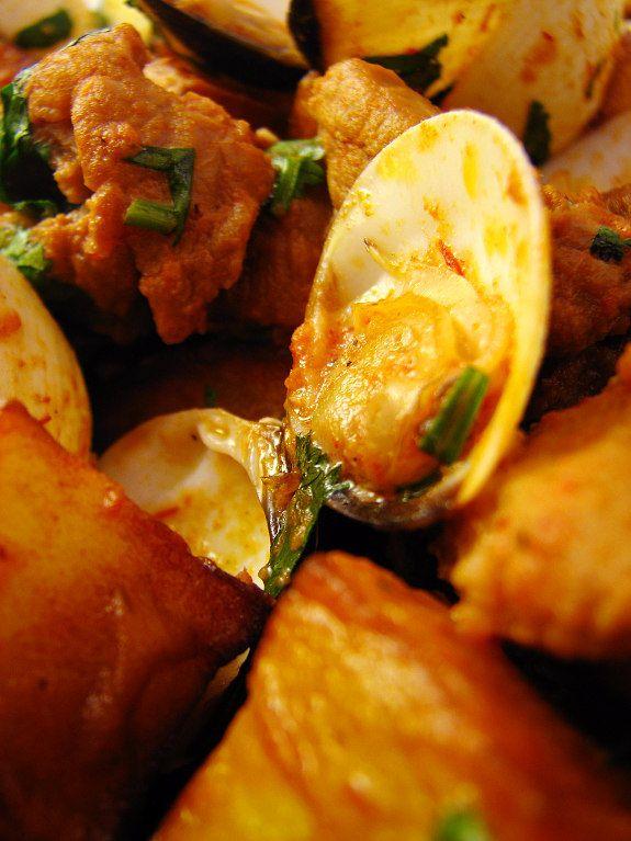 A cozinha alentejana é das cozinhas nacionais que mais aprecio. Original e inventiva.  Partindo do pão de trigo, do porco, do borrego, dos ...