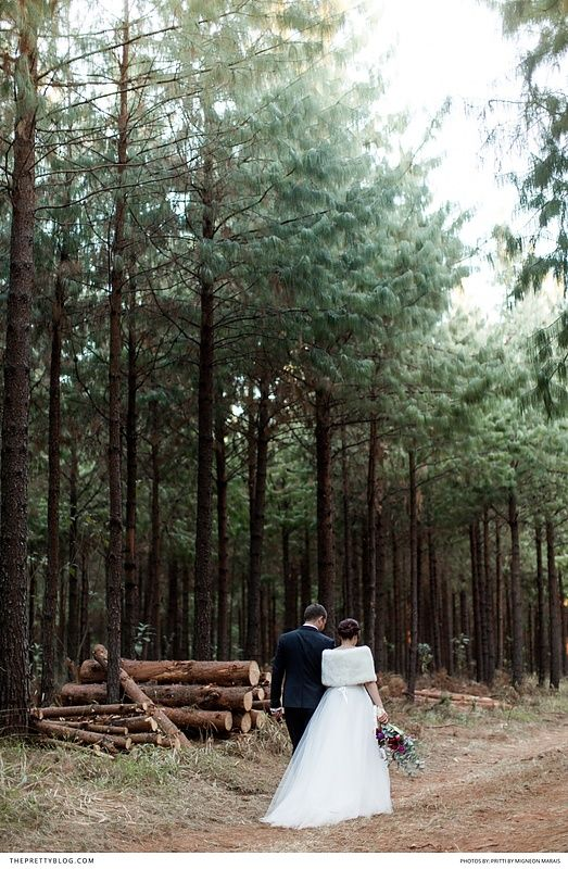 Beautiful winter wedding in the forest with bold dark red accents! https://www.theprettyblog.com/wedding/winter-ceremony-in-limpopos-wildwood/?utm_campaign=coschedule&utm_source=pinterest&utm_medium=The%20Pretty%20Blog&utm_content=Winter%20Ceremony%20in%20Limpopo%27s%20Wildwood