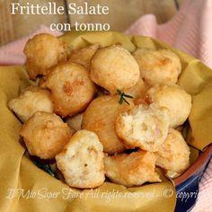 Frittelle salate con tonno ricetta facile e gustosa che conviene provare. Soffici e spugnose con crosticina dorata e croccante. Pastella senza lievitazione