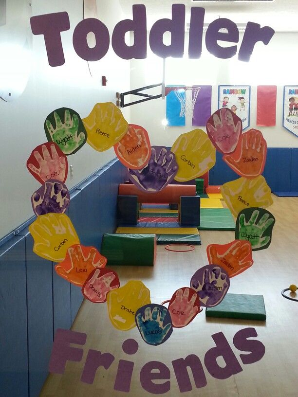 Preschool Friendship theme: handprint friendship wreath. Both toddler classrooms worked together for this one!