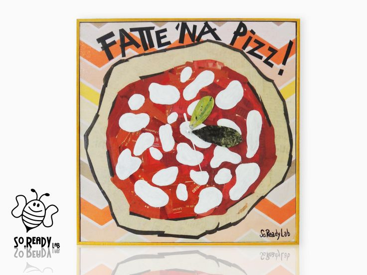 Orologio da parete realizzato con tecnica del collage riutilizzando ritagli di quotidiani. #soreadystyle #orologio #pizza #recycle #upcycle #design - di So.Ready Lab - soreadylab.etsy.com