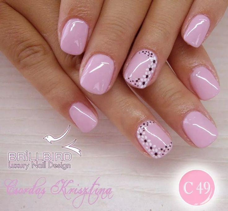 uñas rosa diseño una uña flores blancas