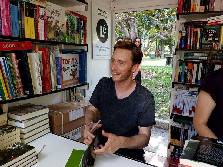 ¡Gracias Librería LÉ, qué ilusión✨✨! Feria del libro de Madrid. Caseta 65 librería Lé (11 e junio 2017)