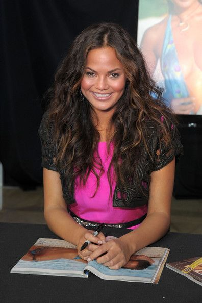 Chrissy Teigen Photos: The Fashion Show Mall Hosts SI Swimsuit Fashion & Beauty Roundtable