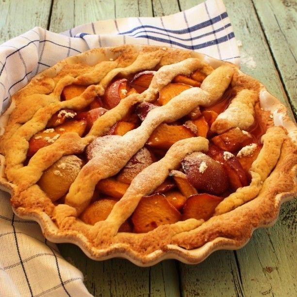 Rustic #peach #pierecipe #ontheblog link in profile #pie #recipe #sweet #weekend