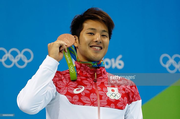 bronze-medalist-daiya-seto-of-japan-poses-during-the-medal-ceremony-picture-id586858922 (1024×683)
