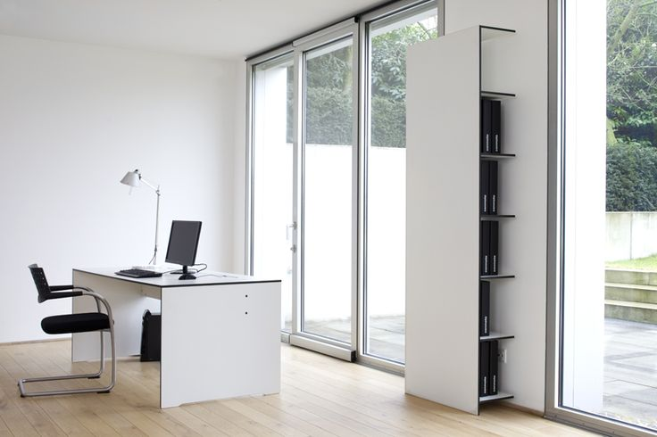 Zestaw Riva Office - zawiera komfortowe biurko oraz komplet półek i regałów. Wykonane z materiału HPL.  Możliwość indywidualnego dostosowania.
