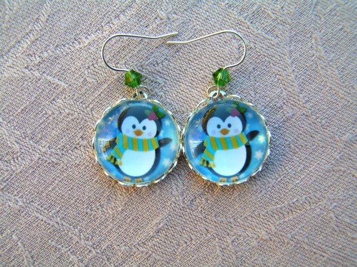 Little penguins  --    Cute and small earrings with a tiny pine green swarovski crystal. The toameter of the pendants: 18 mm