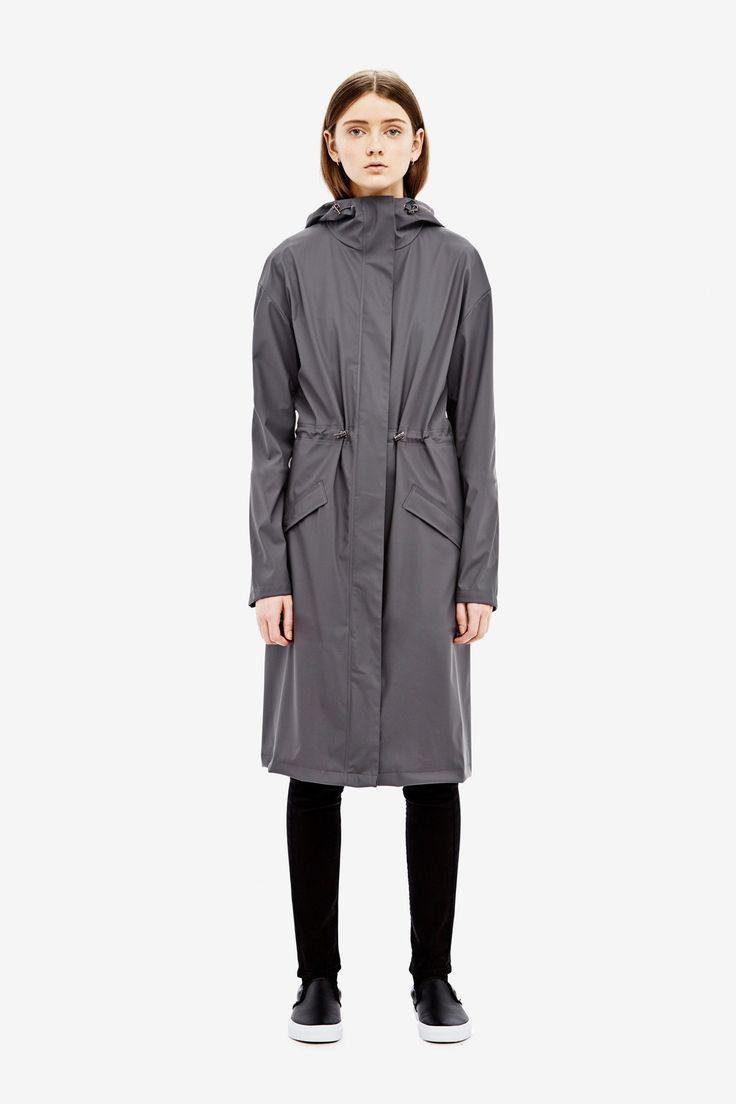 - Langer Regenmantel - Raffung auf Taillenhöhe - Kapuze - Taschen - Leichter Stoff Material: 50% PU, 50% PET