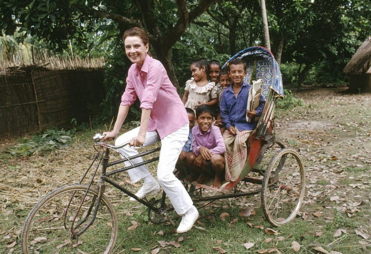 Love Audrey Hepburn - UNICEF Goodwill Ambassador Audrey Hepburn smiles as she takes a group of children for a ride in a rickshaw in Bangladesh.  From 18 to 24 October, 1989, Audrey Hepburn visited Bangladesh, travelling to several regions of the country to review ...UNICEF programmes.  © UNICEF/NYHQ1989-0479/John Isaac http://www.unicef.org