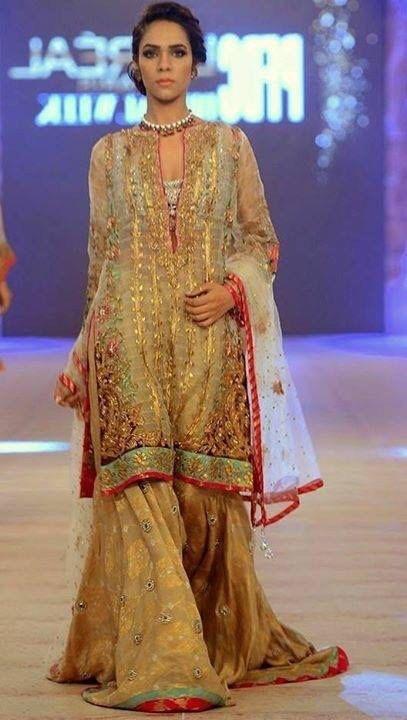 Camiseta recta paquistaní nupcial vestido - de oro con pantalones de cigarrillo novia de Pakistán/India