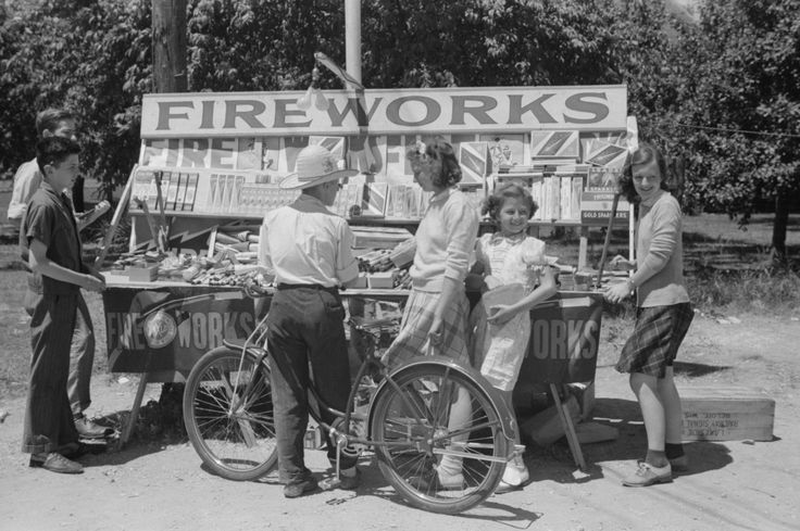 Buying fireworks from a roadside stand. Milwaukee Wisconsin. July 1941. [3600 x 2395]