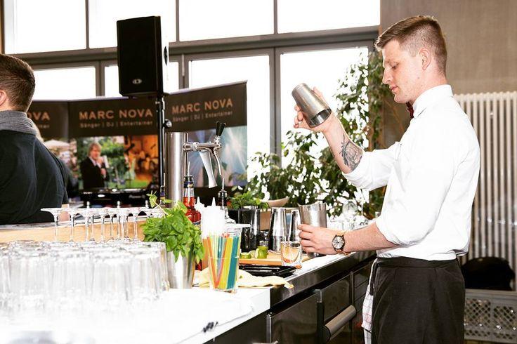 Focused  #bartender #bartenderlife #getit #wedding #work #job #offenburg #hustle #drinks #cocktails #whiskeysour #lemonjuice #sugar #bourbon #ginfizz #rockit #fun #goodtime #goodpeople #goodfeeling  Rocked the past weekend despite being tired. See you guys in #freiburg @hemingwayfreiburg