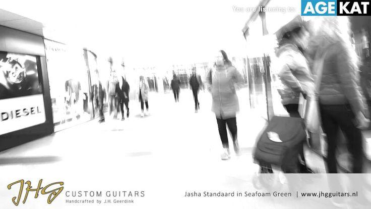 Bloesje van Age Kat op JHG Guitars Jasha model
