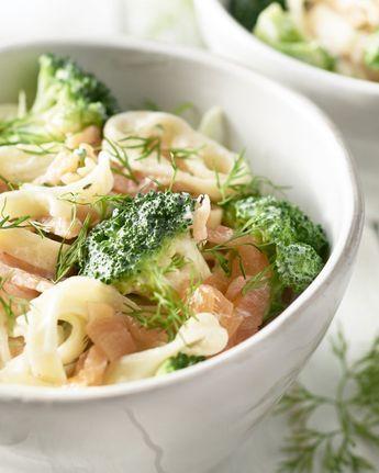 pasta met gerookte zalm en broccoli.