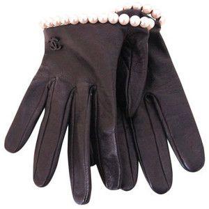 Chanel lambskin leather w pearl trim half gloves.