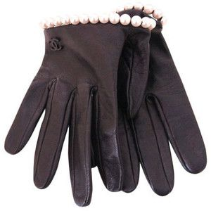 Chanel lambskin leather w pearl trim half gloves.