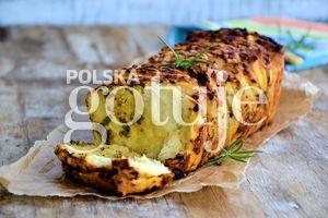 Odrywany chlebek z serem, musztardą i pietruszką