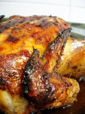El pollo a la miel es un plato muy rico y sano. Es muy fácil de preparar y lograremos una carne jugosa y una piel crujiente respetando los tiempos marcados en la receta.