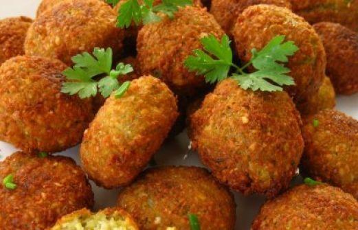 Ρεβιθοκεφτέδες- φαλαφελ πρόκειται για ένα φαγητό όπου με πάπρικα και κόκκινο πιπέρι μας απογειώνεται στην γεύση