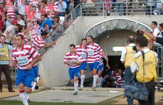 Temporada 2005 al 2006. Liguilla de ascenso a segunda B. Balona 1 Granada 0 Fue una buena temporada la 2005/06, la Balona quedó tercera y se clasificó para la liguilla de ascenso. Todos apoyar a La Real Balompédica Linense.