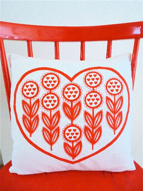 Look at this gorgeous bold red on white print! I love the repeating heart shapes. Apparently the print is by Jane Foster.
