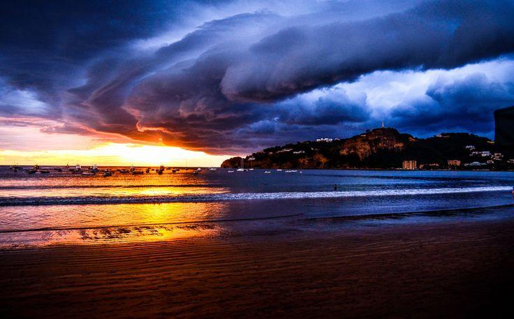 Storm is coming – San Juan Del Sur, Nica