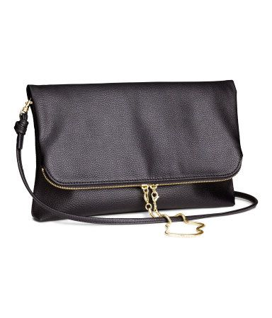 Black clutch bag in imitation leather with detachable gold chain and detachable shoulder strap | H&M US