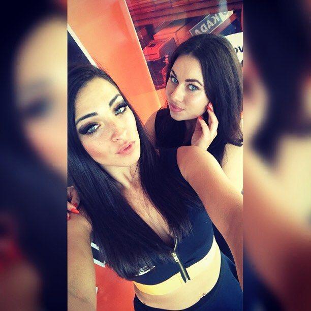 Stroje by @muzalewska_com @sandra_muzalewska #autokada #mastertruck #mastertruck2017 #hostess #hostteam #hostessy #hostessing #hostesswork #dreamteam #fitgirl #beatyfulgirl #polandgirl #polishgirl #poland🇵🇱 #beyourself #mybeautyfulgirl #mybeatifulfriend #friends #muzalewskafashion #muzalewska #girls