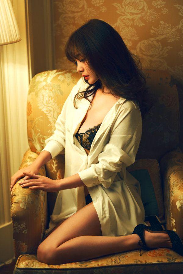 柳岩登《时尚先生》复古性感写真御姐范趴床高贵魅惑--liu-yan的博客--凤凰网博客