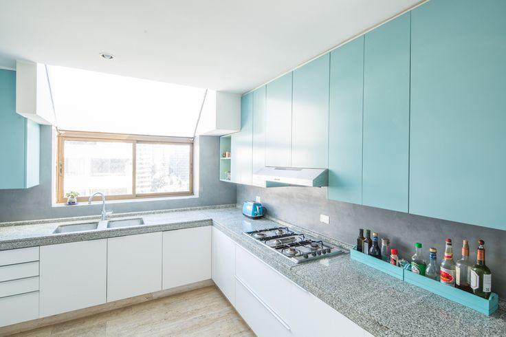 Cocina blanca celeste muebles madera dproject 4