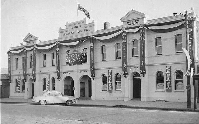 traralgon townhall 1954 | Flickr - Photo Sharing! Incorporated Traralgon Mechanics Institute Library until 1965