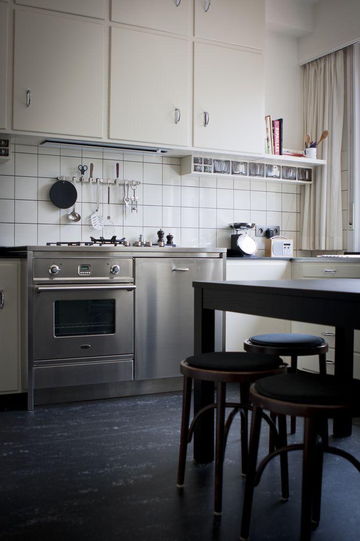 Cubex keuken ter plaatse gerestaureerd